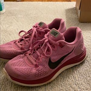 NIKE pink Luna run glide 5 sneakers